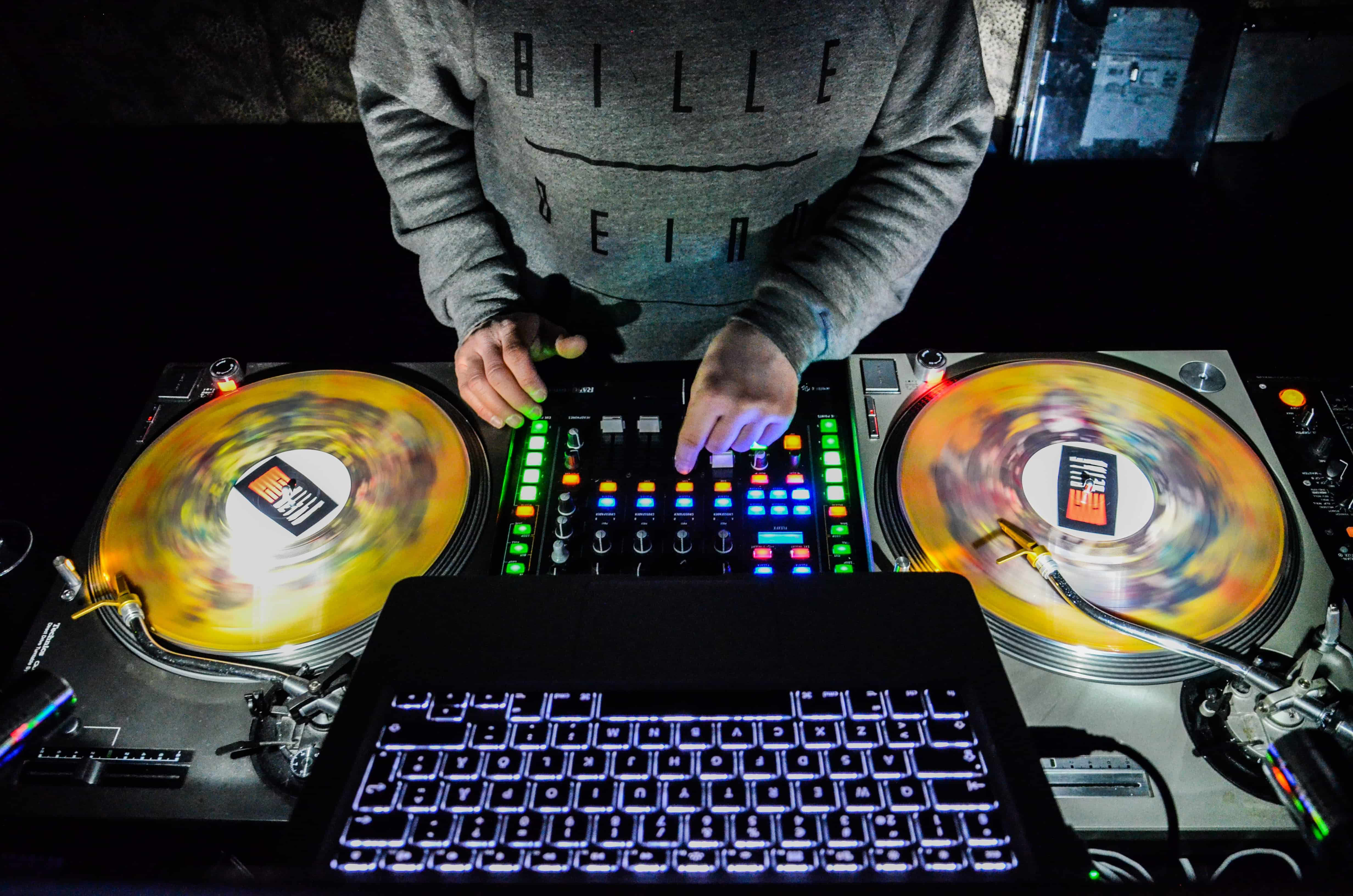 7 Best DJ Controllers For Beginners in 2019 Reviewed in 2019